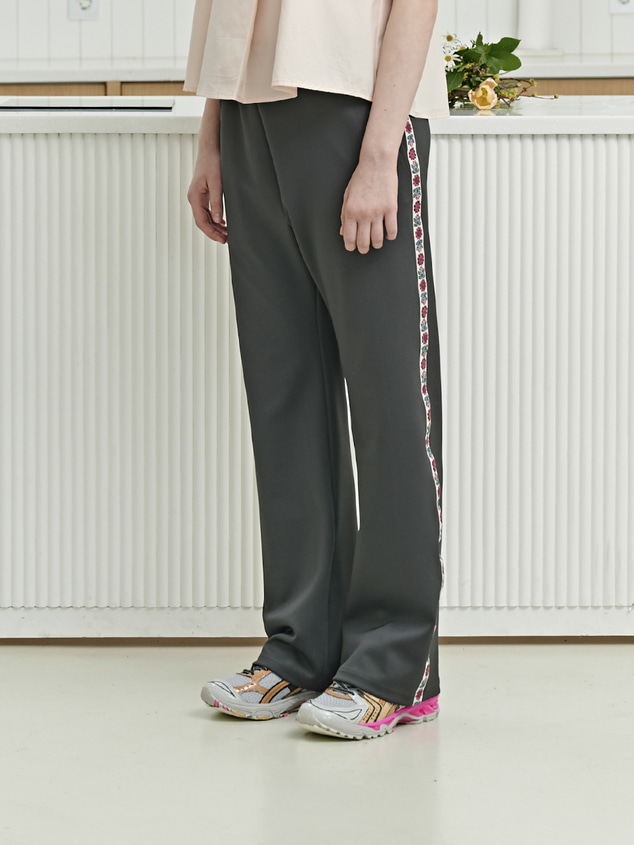FLOWER SIDE LINE PANTS [CHARCOAL]